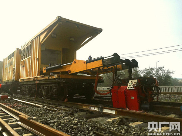 天津铁路枢纽西南环线改造进入无缝轨道焊接.jpg