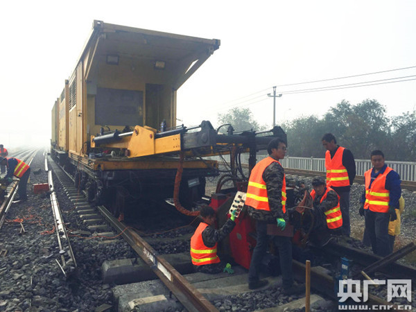 天津铁路枢纽西南环线改造进入无缝轨道焊接-1.jpg
